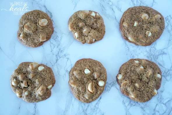Paleo White Chocolate Chip Macadamia Nut Cookies | The Family That Heals Together
